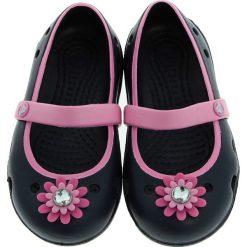 Crocs - Baleriny dziecięce Keeley Petal Charm. Czarne baleriny dziewczęce marki Crocs, z materiału. W wyprzedaży za 89,90 zł.