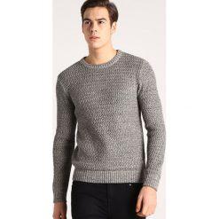 Swetry klasyczne męskie: Jack & Jones JJVJUSTIN  Sweter white pepper