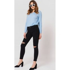 Jeansy damskie: Trendyol Jeansy z rozdarciami - Black
