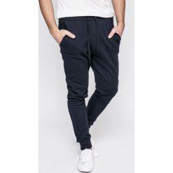 Calvin Klein Jeans - Spodnie. Szare jeansy męskie z dziurami Calvin Klein Jeans, z aplikacjami, z bawełny. Za 499,90 zł.