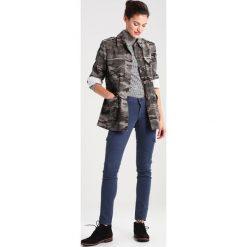 Kurtki i płaszcze damskie: Rue de Femme BITTE Kurtka jeansowa army