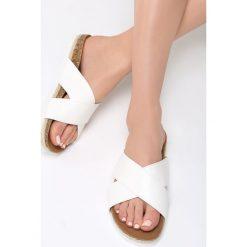 Białe Klapki Shed Light. Białe crocsy damskie marki Born2be, z materiału, na platformie. Za 59,99 zł.