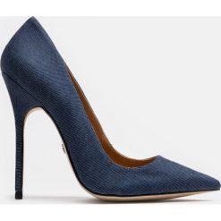 Granatowe czółenka damskie. Niebieskie buty ślubne damskie marki Kazar, z denimu, na wysokim obcasie, na szpilce. Za 449,00 zł.
