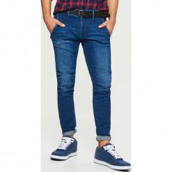 Jeansy SLIM z paskiem - Granatowy. Niebieskie jeansy męskie regular Cropp. Za 149,99 zł.