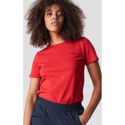 NA-KD Trend T-shirt basic Saint - Red. Białe t-shirty damskie marki NA-KD Trend, z nadrukiem, z jersey, z okrągłym kołnierzem. Za 72,95 zł.