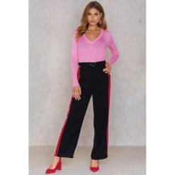 NA-KD Trend Sweter z dzianiny z dekoltem V - Pink - 2