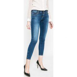 Guess Jeans - Jeansy Marylin 3 Zip. Niebieskie jeansy damskie marki Guess Jeans, z aplikacjami, z bawełny, z obniżonym stanem. W wyprzedaży za 479,90 zł.