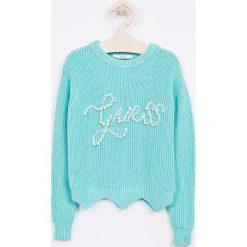 Guess Jeans - Sweter dziecięcy 118-175 cm. Białe swetry dziewczęce marki Reserved, l. Za 259,90 zł.