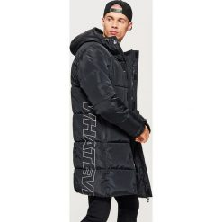 Pikowany płaszcz z kolekcji WHATEVER - Czarny. Czarne płaszcze na zamek męskie marki Cropp, l. Za 329,99 zł.