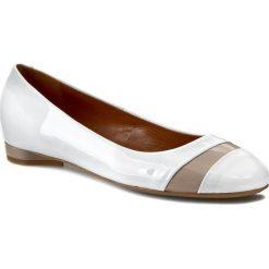 Baleriny GINO ROSSI - Keira DAG389-J35-0606-0053-0 Biały 00/Cielisty 02. Białe baleriny damskie Gino Rossi, z lakierowanej skóry, na obcasie. W wyprzedaży za 249,00 zł.