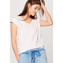 Bluzki, topy, tuniki: Koszulka z głębokim dekoltem - Biały