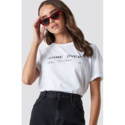 T-shirty damskie: NA-KD Trend T-shirt oversize Game Over - White