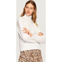 Sweter z perełkami - Kremowy. Białe swetry klasyczne damskie Reserved, l. Za 139,99 zł.