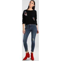 New Look RIPPED FRAY HEM TRIFLE Jeans Skinny Fit vintage. Czarne jeansy damskie marki New Look, z materiału, na obcasie. Za 149,00 zł.