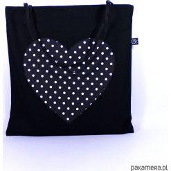 Bawełniana torba plażowa z sercem w kropki. Białe torby plażowe marki Pakamera, w kropki, z bawełny, duże. Za 66,00 zł.