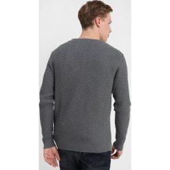 Knowledge Cotton Apparel SMALL DIAMOND Sweter dark grey melange. Szare swetry klasyczne męskie Knowledge Cotton Apparel, m, z bawełny. Za 459,00 zł.