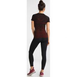 The North Face FLIGHT SEAMLESS  Koszulka sportowa black/juicy red. Różowe topy sportowe damskie marki The North Face, m, z nadrukiem, z bawełny. Za 249,00 zł.