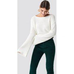 NA-KD Krótki sweter z dzianiny z długim rękawem - White. Zielone swetry klasyczne damskie marki Emilie Briting x NA-KD, l. Za 121,95 zł.