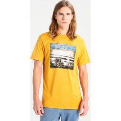 T-shirty męskie z nadrukiem: Billabong DREAM TAILORED FIT Tshirt z nadrukiem mustard