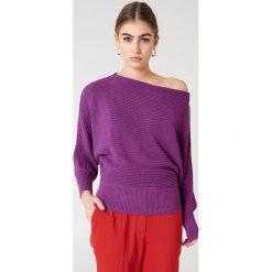 NA-KD Dzianinowy sweter z odkrytymi ramionami - Purple. Fioletowe swetry klasyczne damskie NA-KD, z bawełny. Za 121,95 zł.