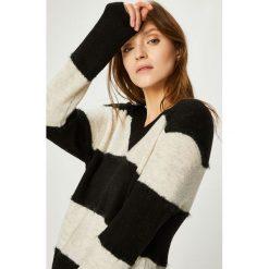 Jacqueline de Yong - Sweter Rascal. Szare swetry klasyczne damskie Jacqueline de Yong, l, z dzianiny. Za 99,90 zł.