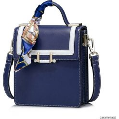 Nucelle Marynarska torebka z apaszką Granatowa. Niebieskie apaszki damskie marki Pakamera, z materiału. Za 229,00 zł.
