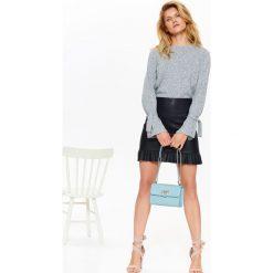 Swetry oversize damskie: DAMSKI SWETER Z MIŁEJ W DOTYKU DZIANINY, Z OZDOBNYM WIĄZANIEM NA RĘKAWACH