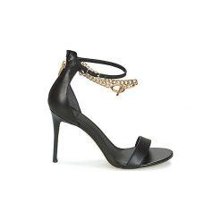 Sandały Guess  KONCETA. Czarne sandały damskie marki Guess, z aplikacjami. Za 447,30 zł.