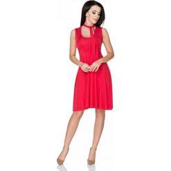 Czerwona Sukienka Wiązana na Karku. Czerwone sukienki na komunię Molly.pl, do pracy, l, z elastanu, biznesowe, bez rękawów, midi, dopasowane. Za 139,90 zł.