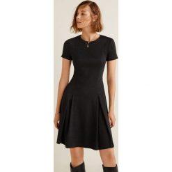 Mango - Sukienka Pinto. Szare sukienki mini Mango, na co dzień, l, z elastanu, casualowe, z okrągłym kołnierzem, z krótkim rękawem, dopasowane. Za 139,90 zł.