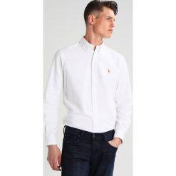 Polo Ralph Lauren CORE FIT Koszula white. Szare koszule męskie marki Polo Ralph Lauren, l, z bawełny, button down, z długim rękawem. Za 439,00 zł.