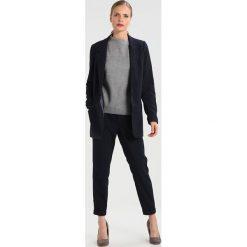 Swetry klasyczne damskie: Betty & Co Sweter light grey melange