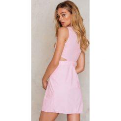 Sukienki hiszpanki: Trendyol Sukienka z wycięciem – Pink