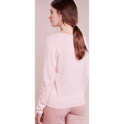 Swetry klasyczne damskie: FTC Cashmere PULLI V NECK Sweter rose