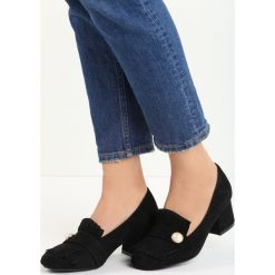 Czarne Czółenka Silas. Czarne buty ślubne damskie Born2be, w paski, ze skóry, na niskim obcasie, na słupku. Za 59,99 zł.