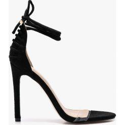 Public Desire - Sandały. Czerwone sandały damskie marki Born2be, na wysokim obcasie, na szpilce. W wyprzedaży za 99,90 zł.