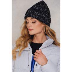Rut&Circle Zawijana czapka Tilda - Black. Czarne czapki zimowe damskie Rut&Circle, z dzianiny. W wyprzedaży za 26,48 zł.