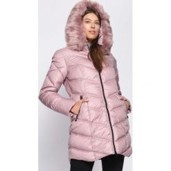 Różowa Kurtka Well-Lighted. Czerwone kurtki damskie pikowane marki Born2be, na zimę, s, z kapturem. Za 249,99 zł.
