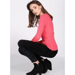 Koralowy Sweter Despatch. Pomarańczowe swetry klasyczne damskie marki Born2be, s, prążkowane, z okrągłym kołnierzem. Za 34,99 zł.