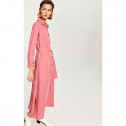 Sukienka z lyocellu - Różowy. Czerwone sukienki z falbanami marki Reserved, z lyocellu. Za 179,99 zł.