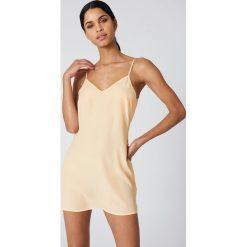 NA-KD Basic Sukienka z tkaniny Basic - Beige. Różowe sukienki mini marki NA-KD Basic, z bawełny. Za 72,95 zł.