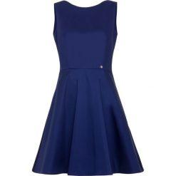 Sukienka. Czarne sukienki na komunię marki Simple, na spotkanie biznesowe, rozkloszowane. Za 259,90 zł.