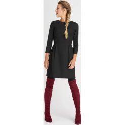 Odzież damska: Rozkloszowana sukienka