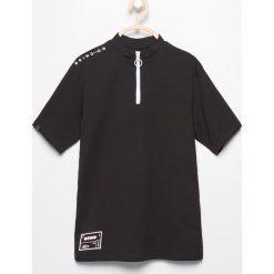 Odzież chłopięca: T-shirt ze stójką – Czarny
