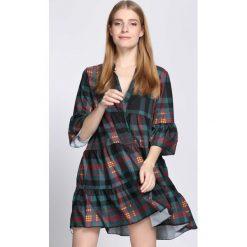 Czarno-Zielona Sukienka One Night. Czarne sukienki marki Born2be, uniwersalny, z koszulowym kołnierzykiem, koszulowe. Za 59,99 zł.