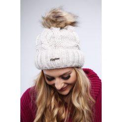 Beżowa czapka damska zimowa C12. Brązowe czapki damskie Fasardi, na zimę. Za 39,00 zł.
