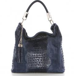 Skórzana torebka w kolorze granatowym - 36 x 38 x 14 cm. Niebieskie torebki klasyczne damskie Mia Tomazzi, w paski, z materiału. W wyprzedaży za 363,95 zł.