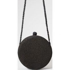 Kuferki damskie: Okrągły kuferek z rafii redesign – Czarny