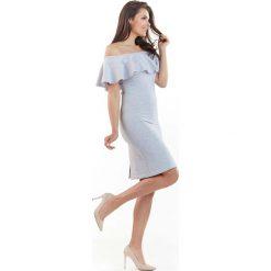 Sukienki: Jasnoszara Wizytowa Sukienka Carmen z Falbanką