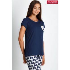 Granatowa piżama ze spodniami w koty QUIOSQUE. Białe piżamy damskie QUIOSQUE, xl, z nadrukiem, z bawełny, z długim rękawem. Za 99,99 zł.